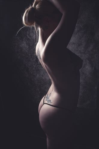 kissed by light artistic nude photo by photographer mattiasgraves