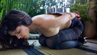 kneel and serve erotic photo by photographer fotoarcade