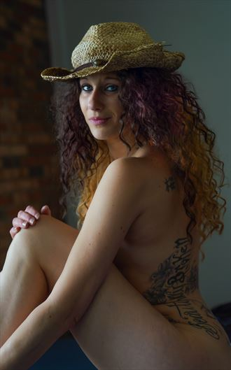 krissy hat implied nude photo by photographer sparklephotosc