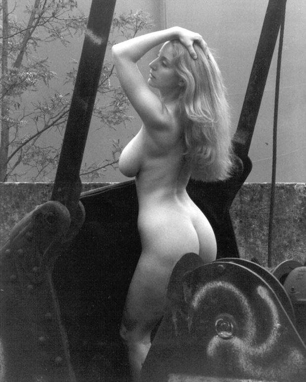 la benne %C3%A0 charbon 2 artistic nude photo by photographer dick