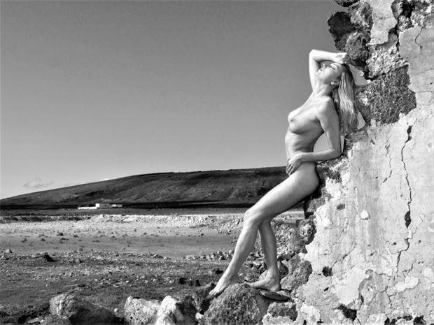 la ruine de teguise 1 figure study photo by photographer dick