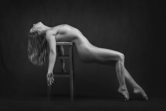 laid back artistic nude photo by photographer niall