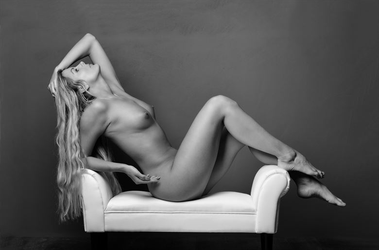 lay back artistic nude photo by photographer colin dixon