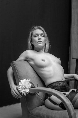 le Dahlia blanc Artistic Nude Photo by Photographer Laurent Callot
