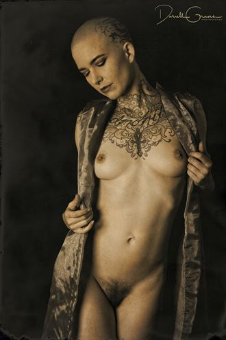 leo velo artistic nude photo by photographer darrell graves