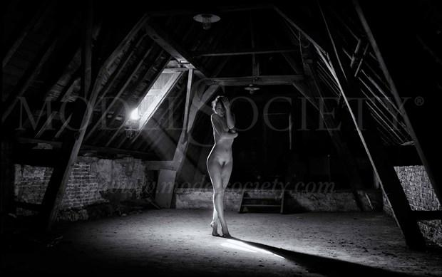 light Artistic Nude Photo by Photographer BenErnst
