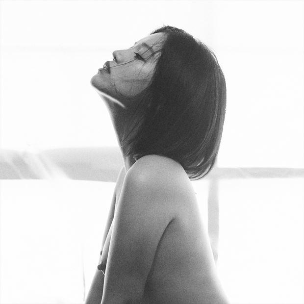 light artistic nude photo by photographer stephane michaux
