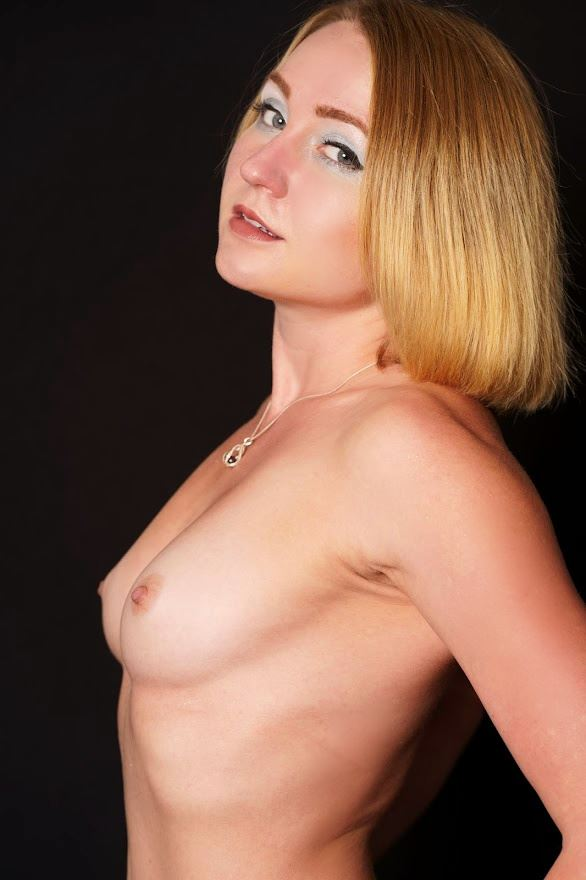 lined up artistic nude photo by model cali layne