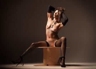 lisa artistic nude photo by photographer glossypinklipstick