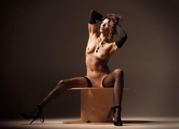 lisa artistic nude photo by photographer glossypinklipstick