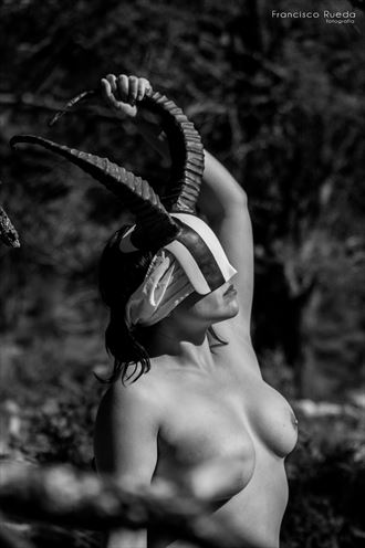 look at the horizon artistic nude photo by photographer francisco rueda