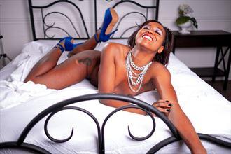 lost in joy artistic nude photo by model freedomwingsblazing