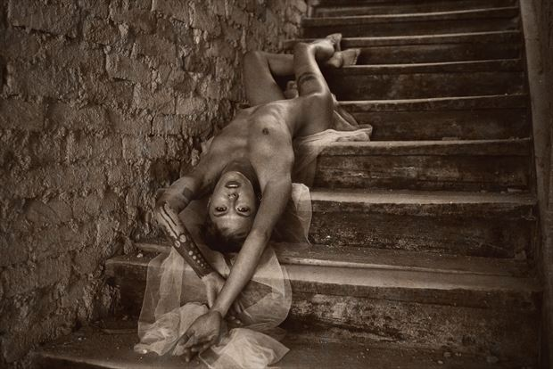 lying on the steps artistic nude photo by photographer kuti zolt%C3%A1n hermann