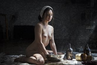 maiden with bowl artistic nude photo by photographer christopher meredith