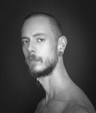 male portrait studio lighting photo by photographer fotograafedmond