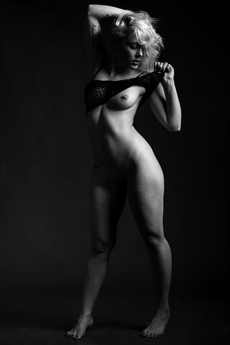 mariah snareline_chick artistic nude artwork by photographer depa kote
