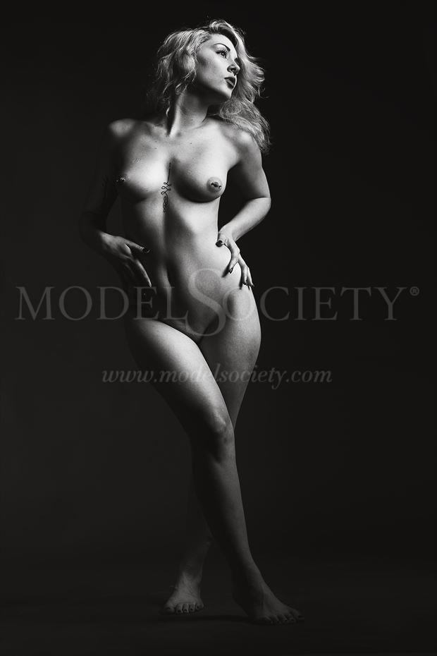 mariah snareline_chick artistic nude photo by photographer depa kote