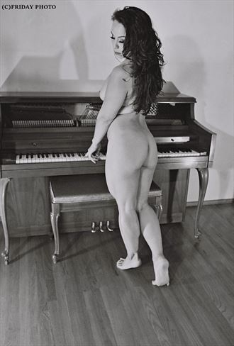 marimari r artistic nude photo by photographer rob friday