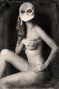 mask artistic nude photo by photographer gustavo combariza