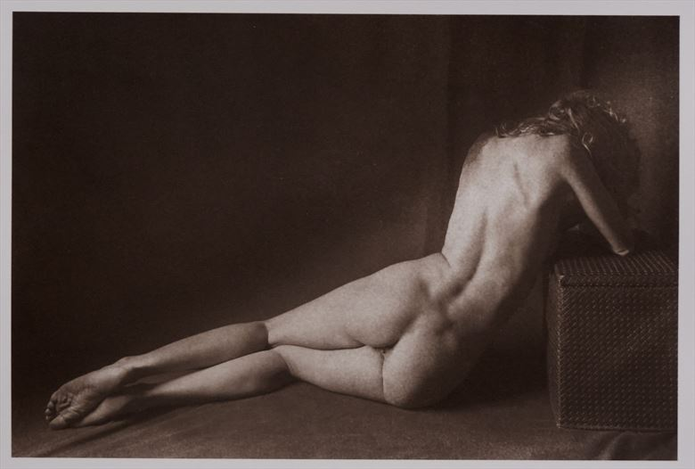 meditating in the dark artistic nude photo by photographer richard kynast