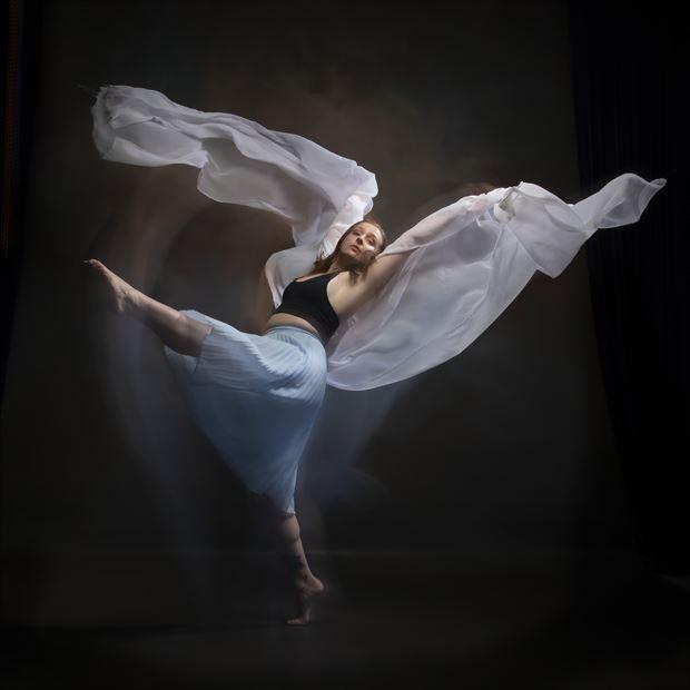 mharie flowdance studio lighting photo by photographer andrewmackay