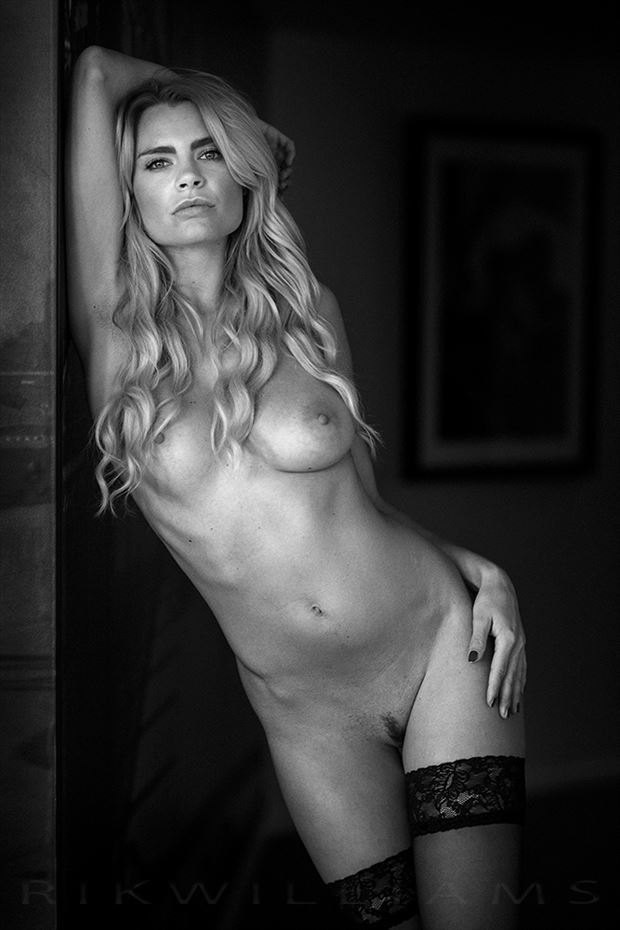 miky artistic nude photo by photographer rik williams