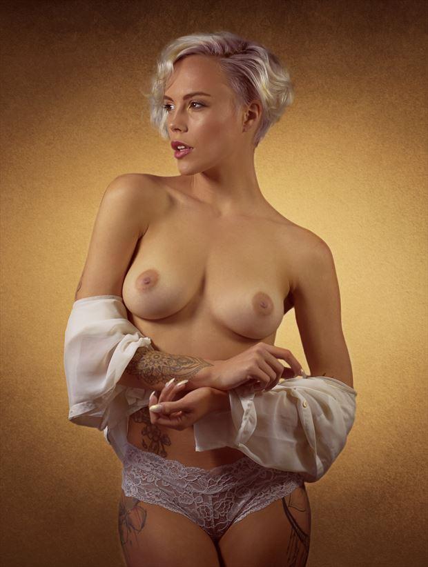 Be model nackt miri Miri