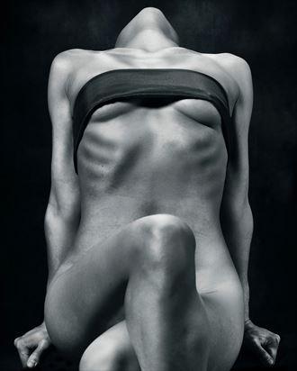 mk model artistic nude photo by photographer richard byrne