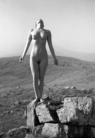 mountain Artistic Nude Photo by Photographer Knomad