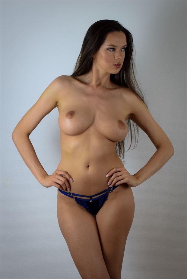 nikola artistic nude photo by photographer benjamins