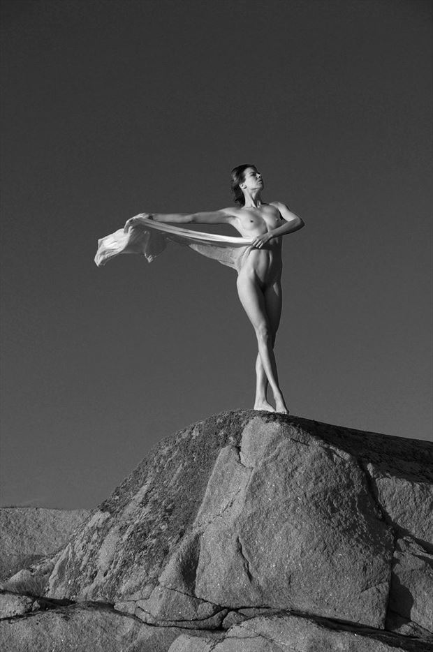 nude in a summer breeze artistic nude photo by photographer anders bildmakare