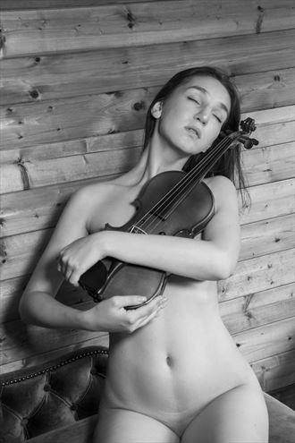 nude with a violin artistic nude artwork by photographer ian athersych