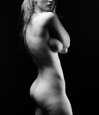 nude work glamour photo by photographer ronnie louis