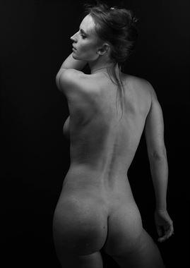 nude work studio lighting photo by photographer ronnie louis