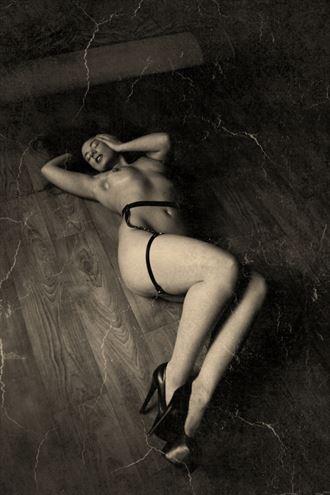 on the floor artistic nude photo by photographer iansimpson