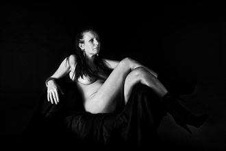 par4is housewife artistic nude photo by artist hybryds