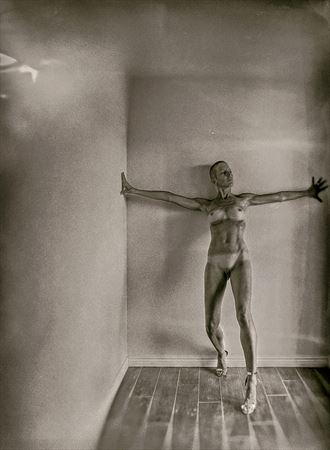 parallel artistic nude artwork by photographer emissivity