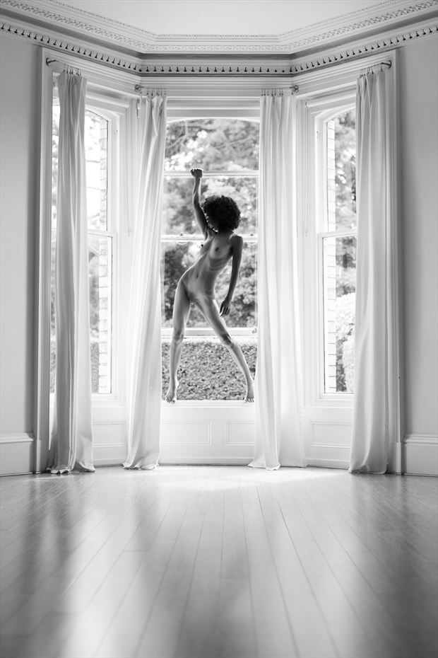 petite leka artistic nude photo by photographer richard benn