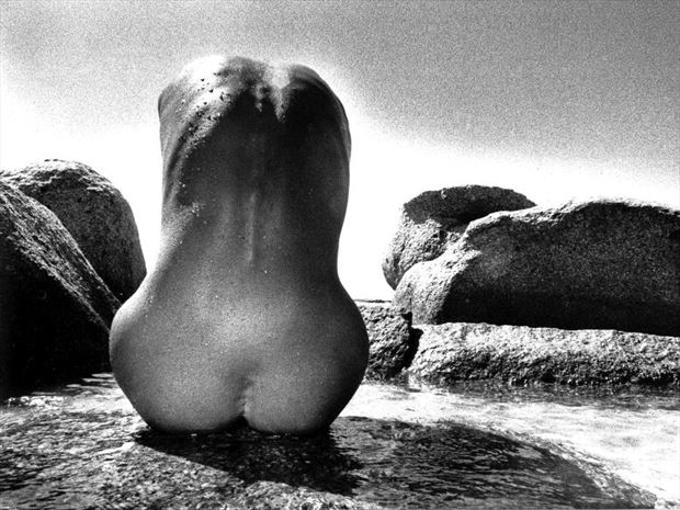 pierres marines 2 artistic nude photo by photographer dick