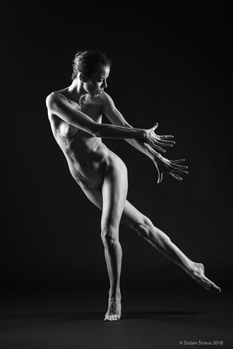 playing artistic nude artwork by photographer du%C5%A1an %C5%A1traus