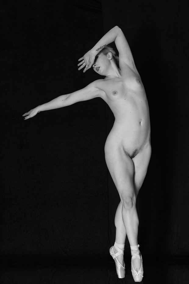 pointe shoes artistic nude photo by photographer modella foto