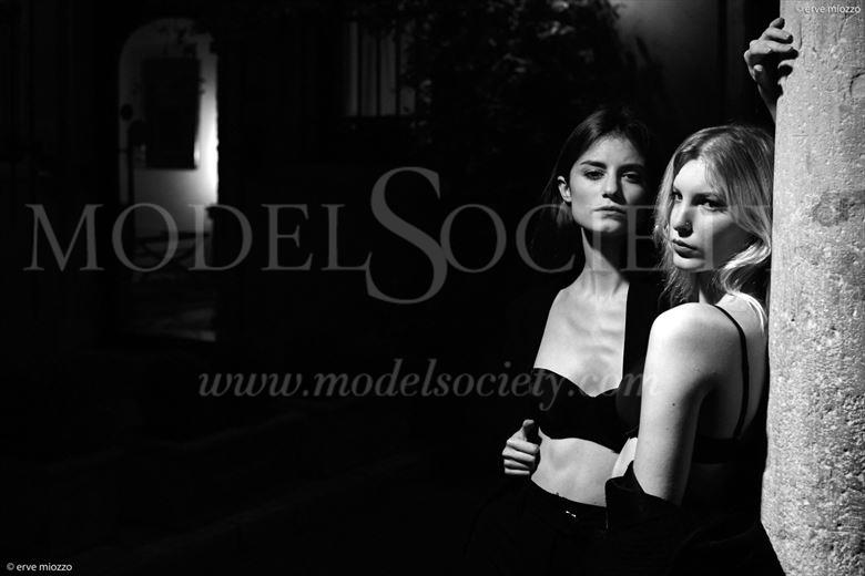portrait sensual photo by photographer ervemiozzo