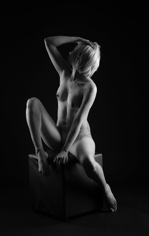 pose artistic nude photo by photographer allan taylor