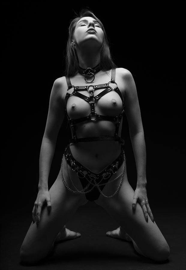 presenting ziva artistic nude photo by photographer reimaginemestudios