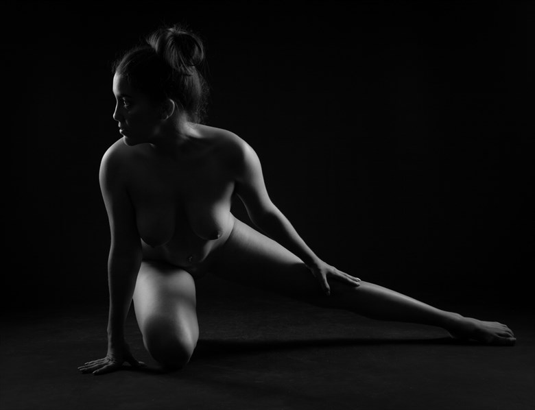 profile Artistic Nude Photo by Photographer Allan Taylor