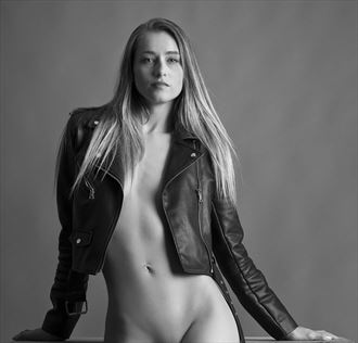proud lucy artistic nude photo by photographer richard byrne