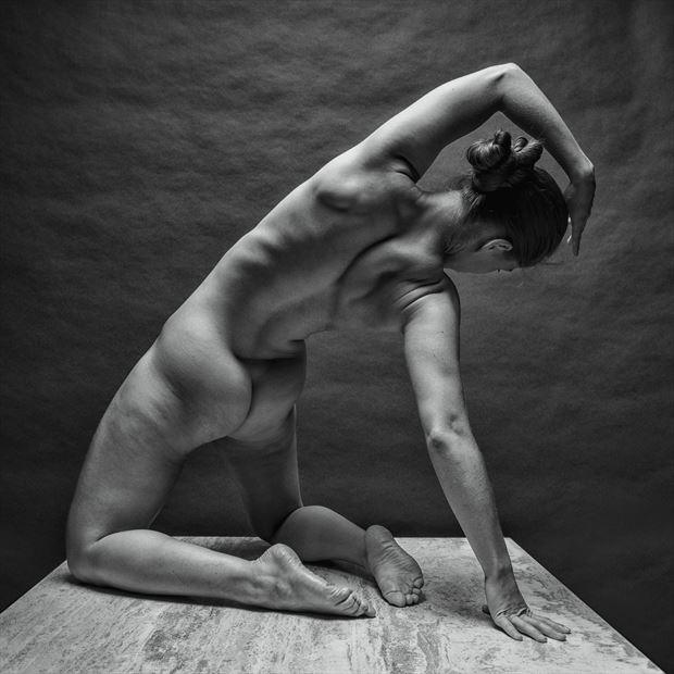 reach low artistic nude photo by photographer rick jolson