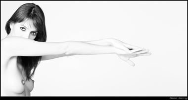 reach out artistic nude photo by photographer thomas doering
