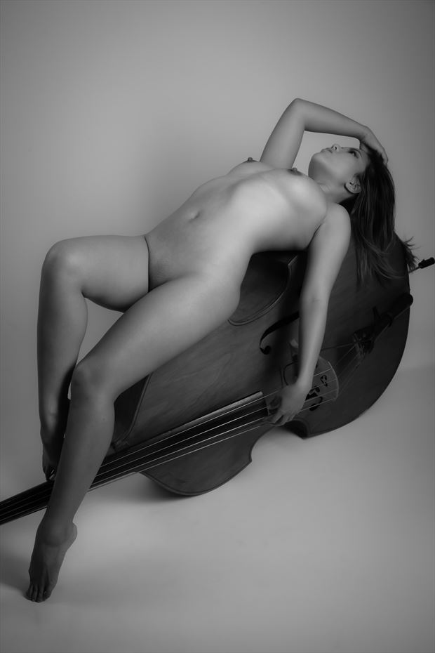 reclined artistic nude photo by photographer allan taylor