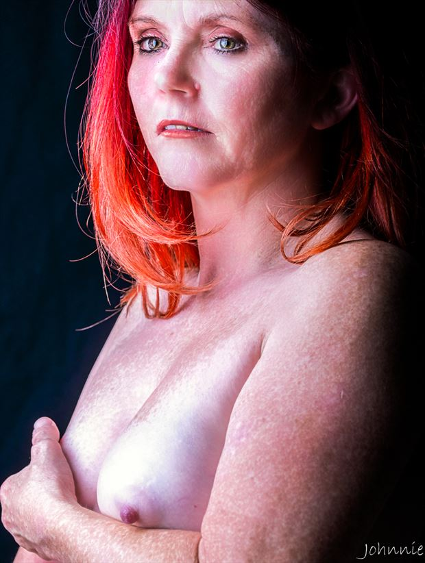 red artistic nude photo by photographer johnnie medina
